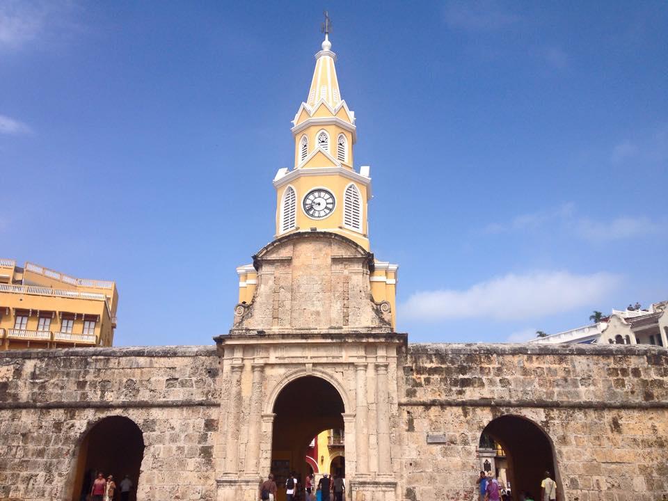Torre do castelo vista de fora da cidade murada.